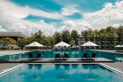 apartment inground pool